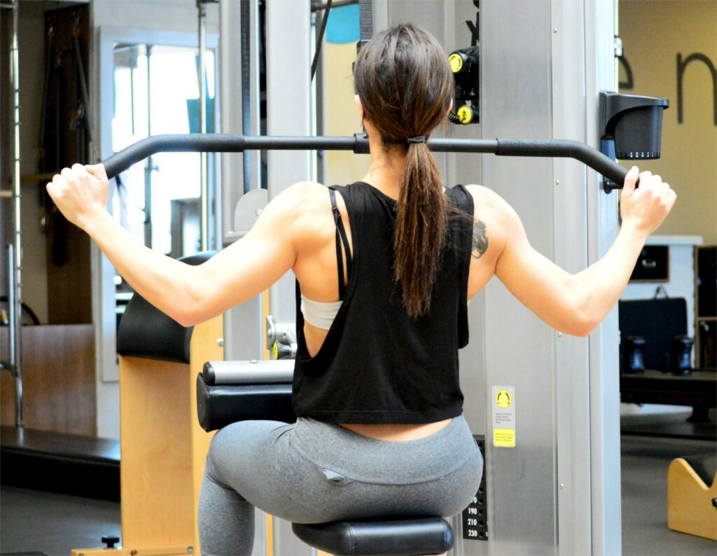 10 exercises for muscles-LATS PULLDOWN