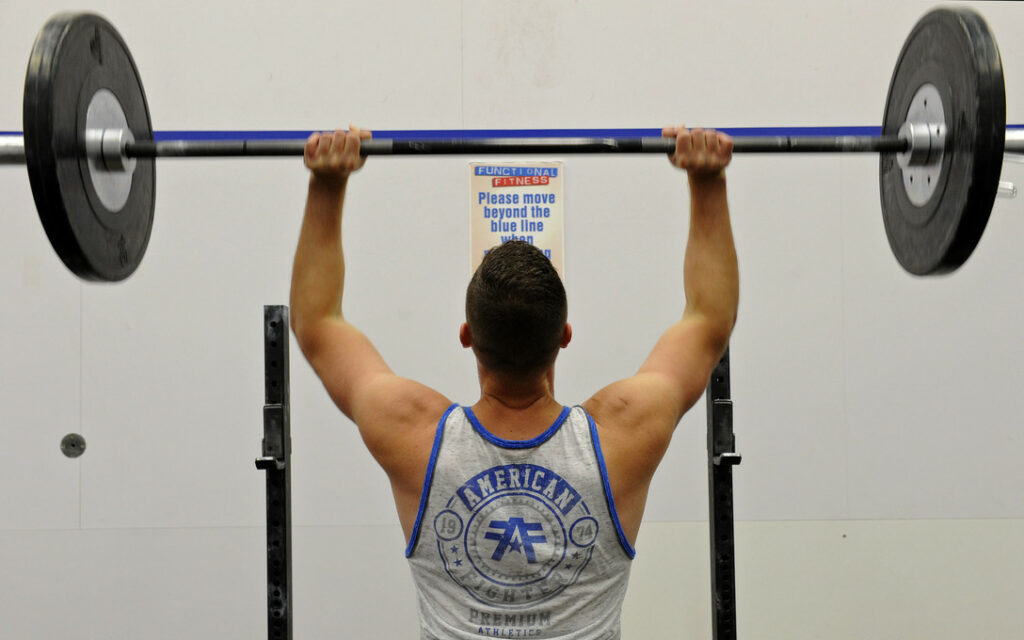 10 exercises for muscles-OVERHEAD PRESSES
